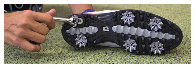 Guide d'entretien des chaussures de golf - ChaussuresDeGolf.com